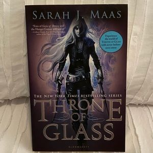 Throne of Glass by Sarah J Maas Paperback Book